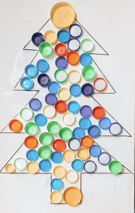 bottle caps arranged liked achristmas tree